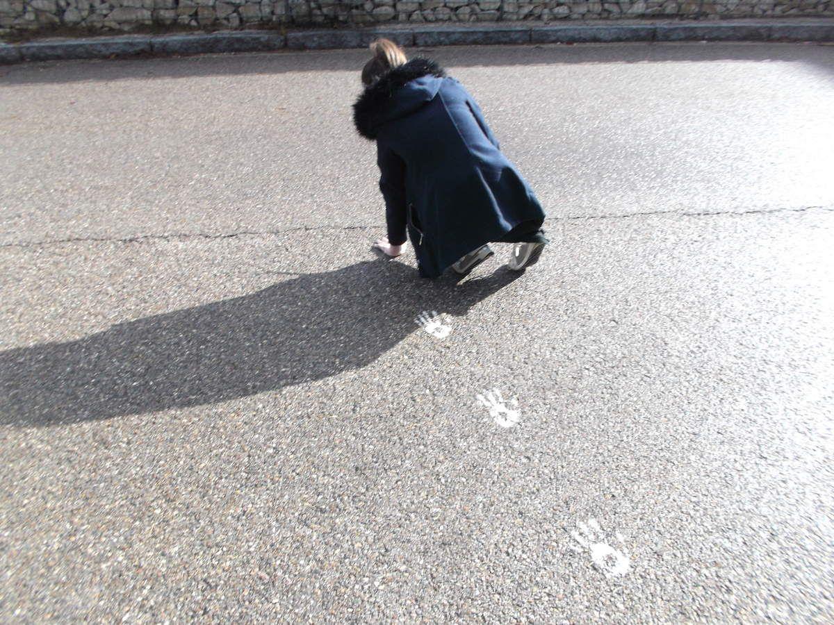 chemin d'empreintes de mains