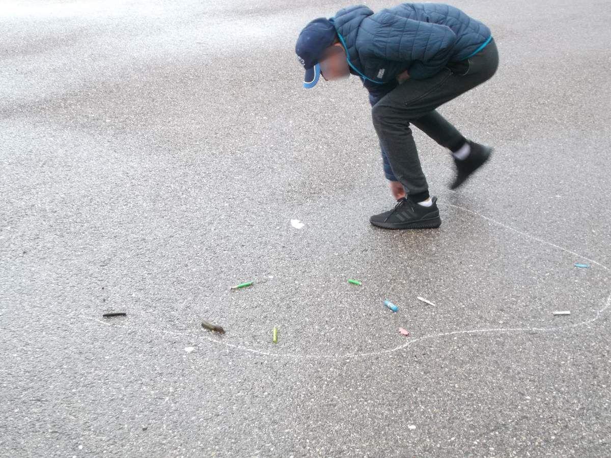 faire le contour des déchets collectés, les mettre en évidence