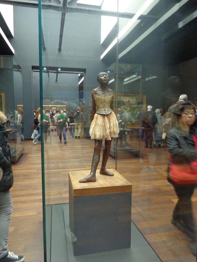 Edgar Degas, Petite danseuse de 14 ans, 1881 (coulée en bronze en 1921), bronze, satin, tulle, 98 x 35 cm, Musée d'Orsay, Paris