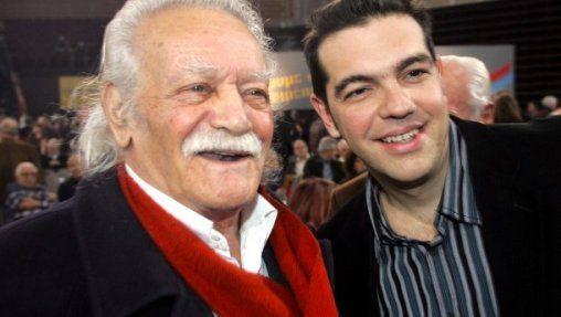 Manolis Glézos et Alexis Tsípras en 2008. Avec le coup de sang du vieil homme, c'est toute la gauche de Syriza qui se rebelle. © DPA