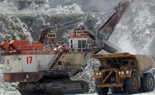 Deux titants mécaniques des mines (cc Gord McKenna).