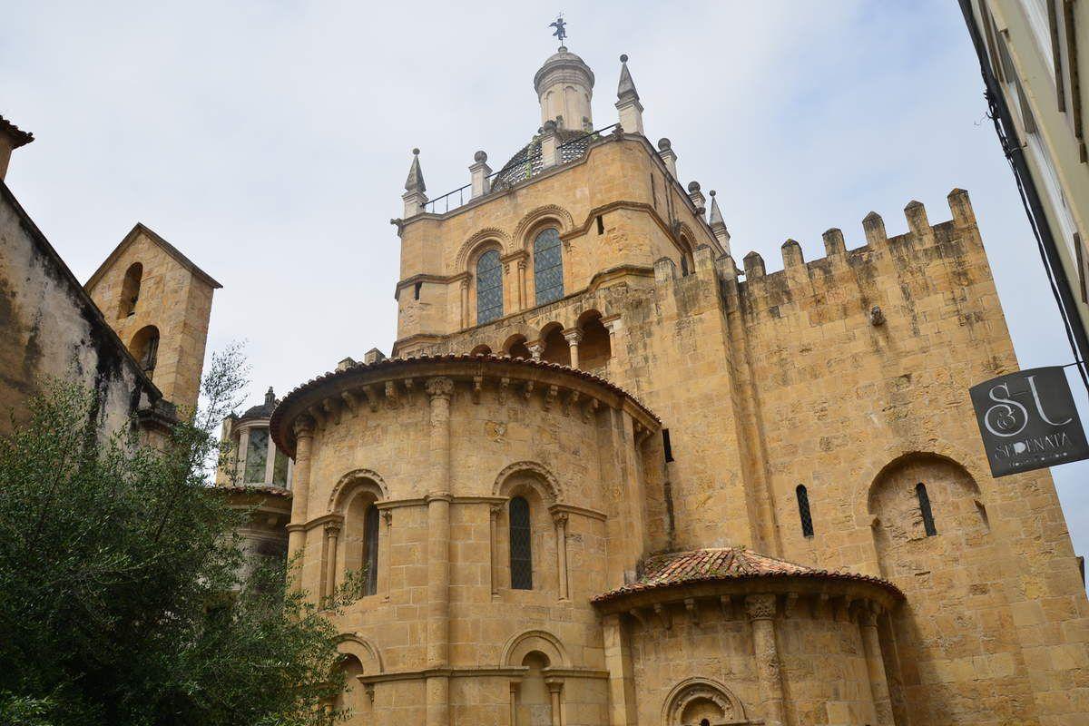 Le groupe  - Cathédrale de Coimbra - Batathla - Fatima