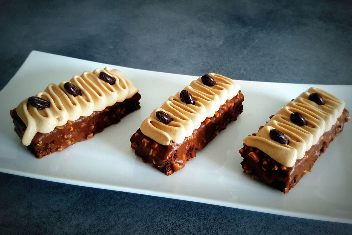 Moelleux au chocolat, glaçage façon rocher et ganache praliné
