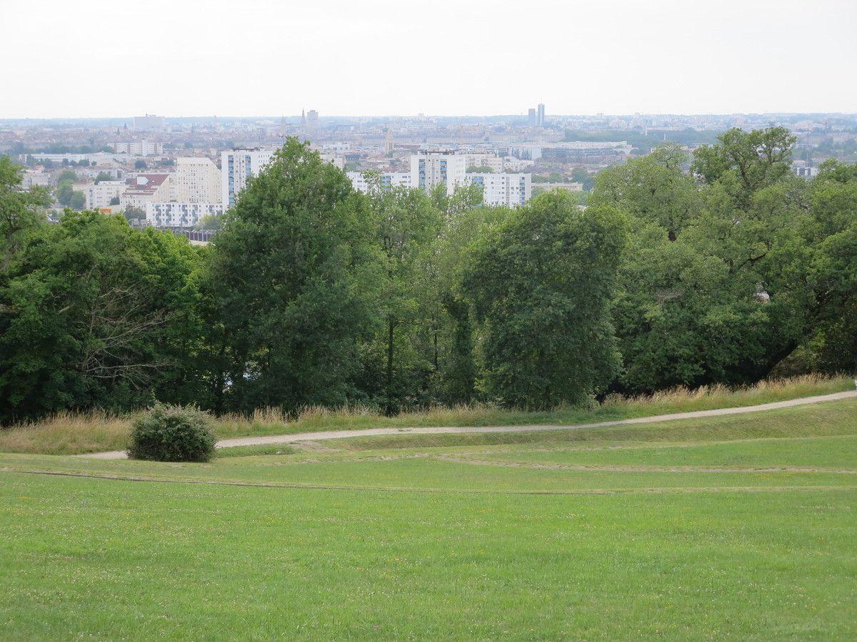 Mes visites étant l'après midi, la brume de chaleur descend sur la ville, d'où la mauvaise qualité des photos