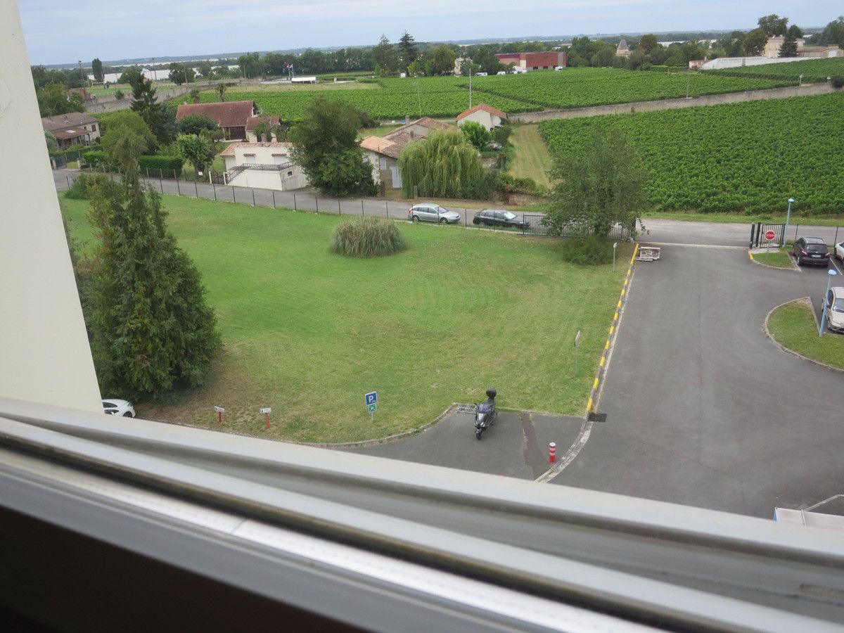 vues sur le parking, depuis la fenêtre de ma chambre... d'hôpital !!!