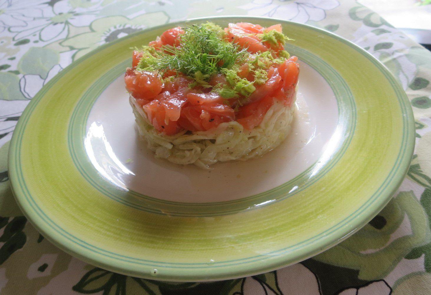 Un gravlax sur râpé de fenouil ou une simple assiette tomates/mozzarella