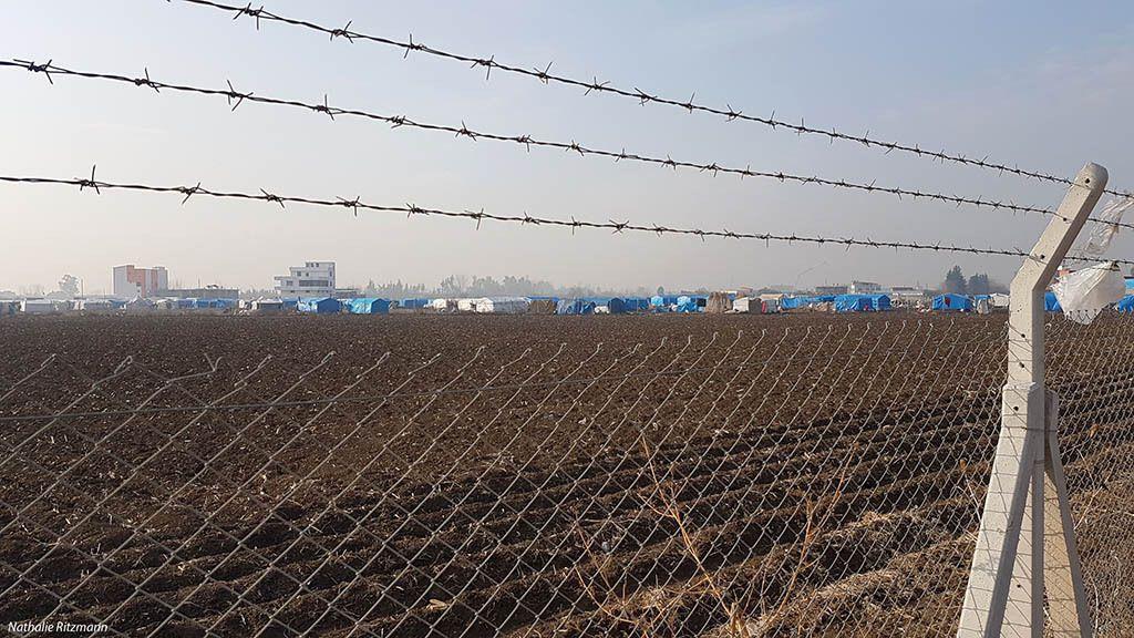 Une partie des tentes du camp non gouvernemental de réfugiés à Adana