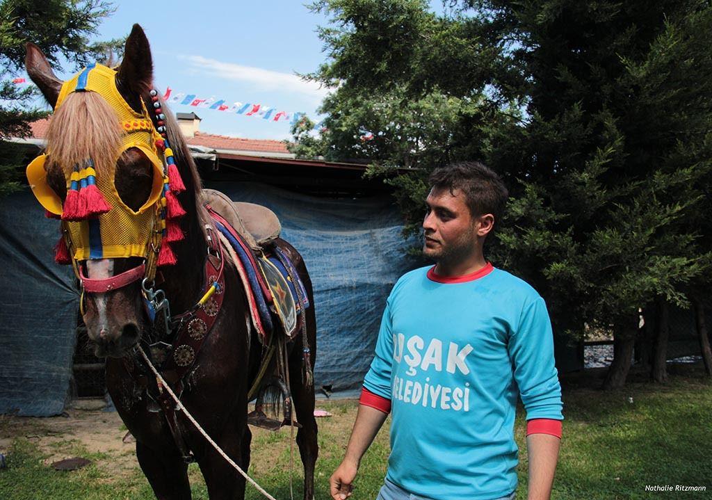 Nurettin Ceylan d'Uşak, joueur de cirit depuis l'âge de 15 ans