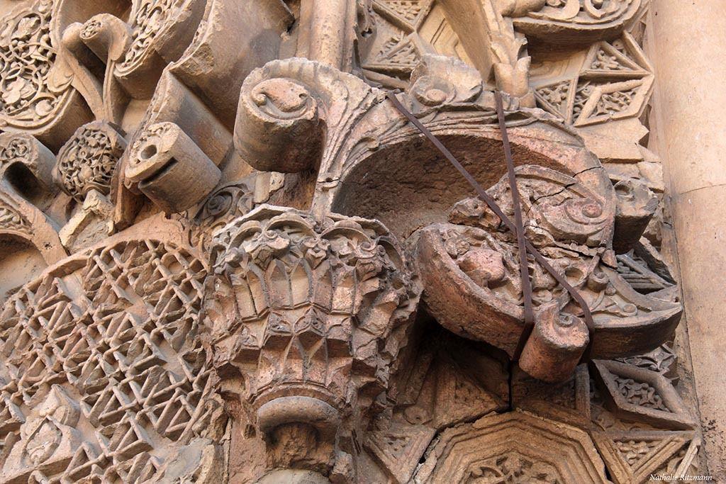 Des morceaux des portails menacent de tomber, Ulu Camii Divriği