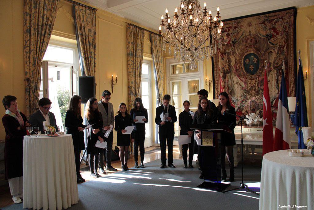 Délégation d'élèves du lycée Pierre Loti d'Istanbul, au Palais de France