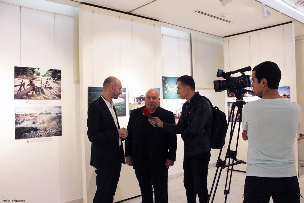 """Interview télévisée de Franck Vogel avec Ferit Düzyol, commissaire de l'exposition """"Fleuvres frontières"""" à NDS Istanbul"""