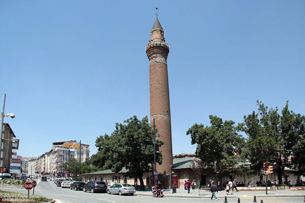Le minaret penché de la mosquée Ulu, Sivas