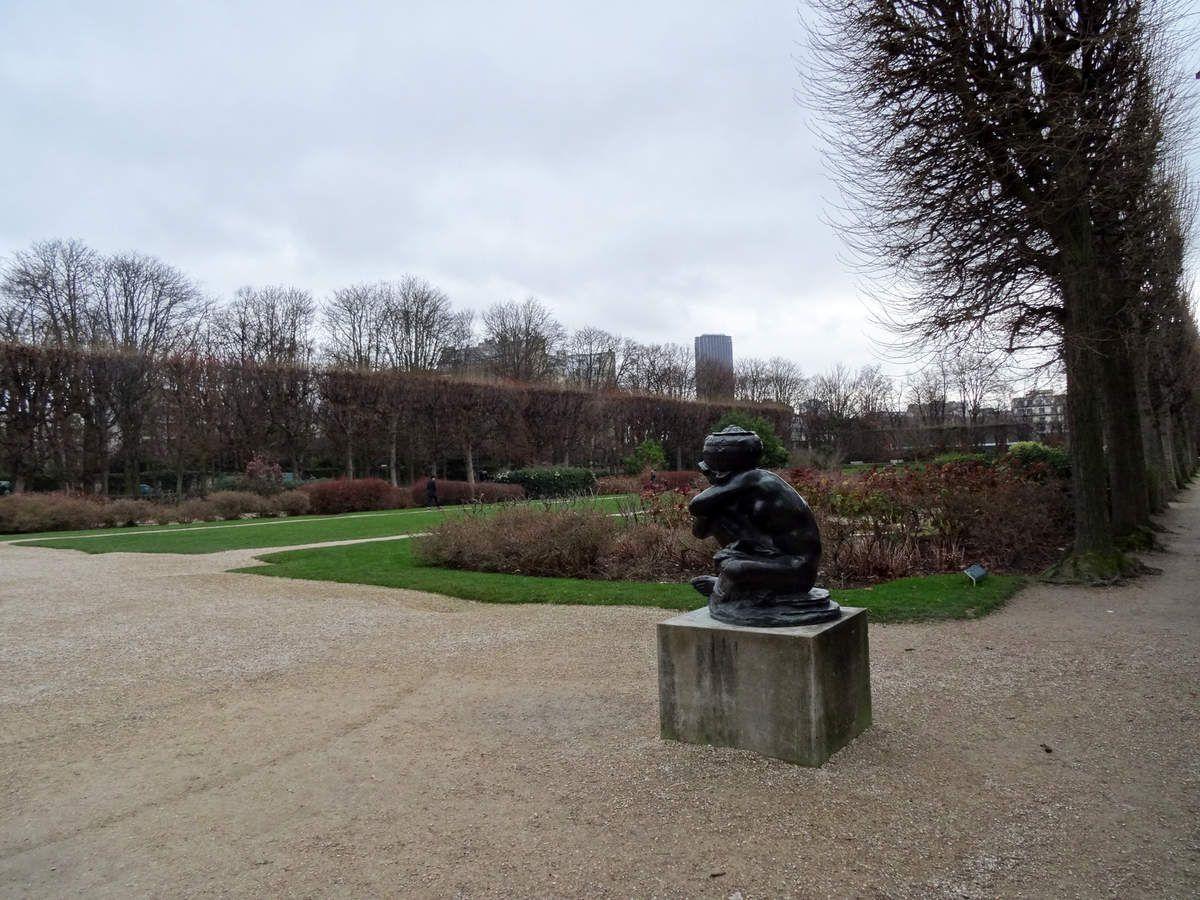 Musée Rodin de Paris - 1) Entrée du musée 2) Musée vu du jardin 3) Jardin 4) Chapelle vue d'une fenêtre du musée 5) Jardin vu d'une fenêtre du musée