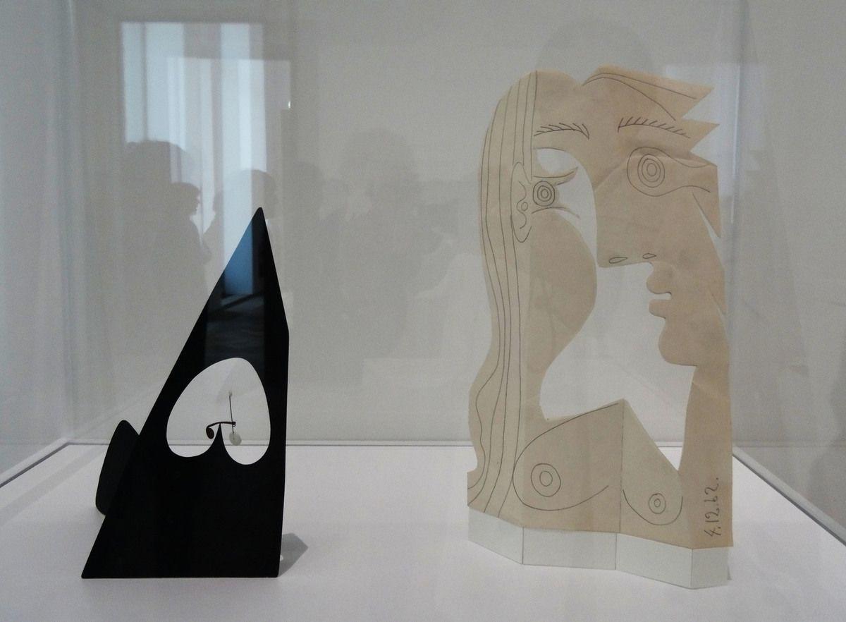 Calder - Louisa's Valentine - Tôle, carton, fil de fer 1955/Picasso - Tête de femme - crayon sur papier découpé - 1962