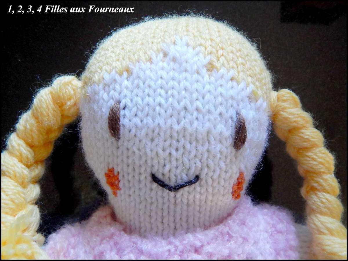 Poupée en laine faite à la main