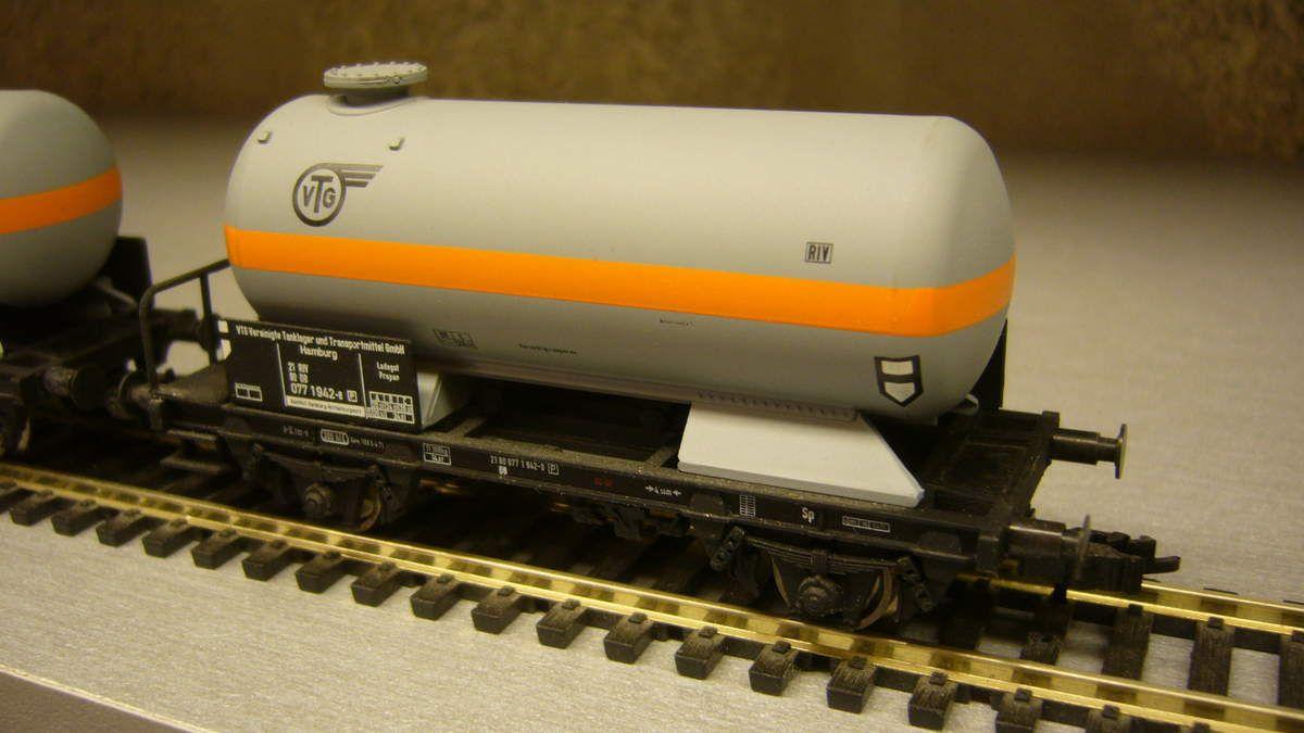 242 deux wagons citerne VTG Roco