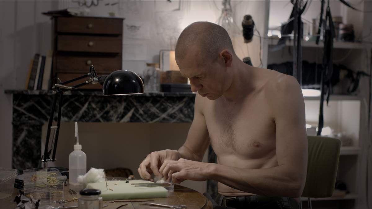 Teddy (Kurt Vandendriessche) mis à nu