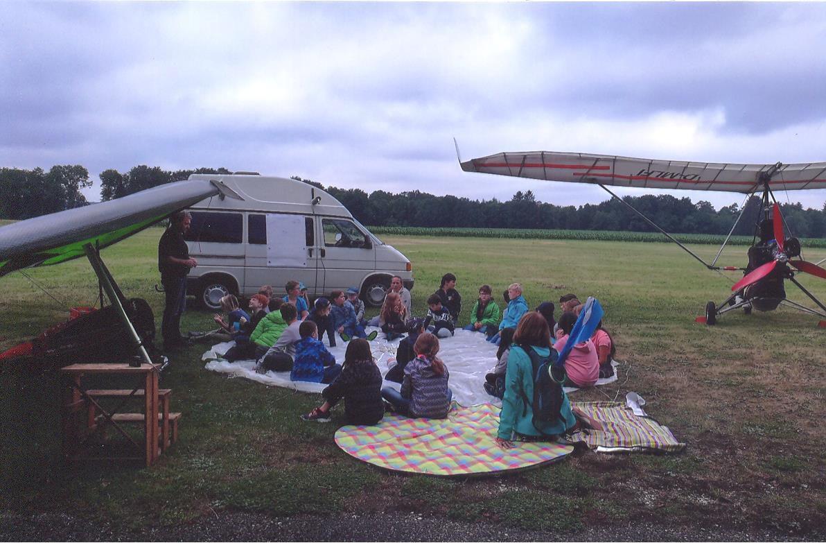 Grundschule Seissen besucht die Drachenflieger