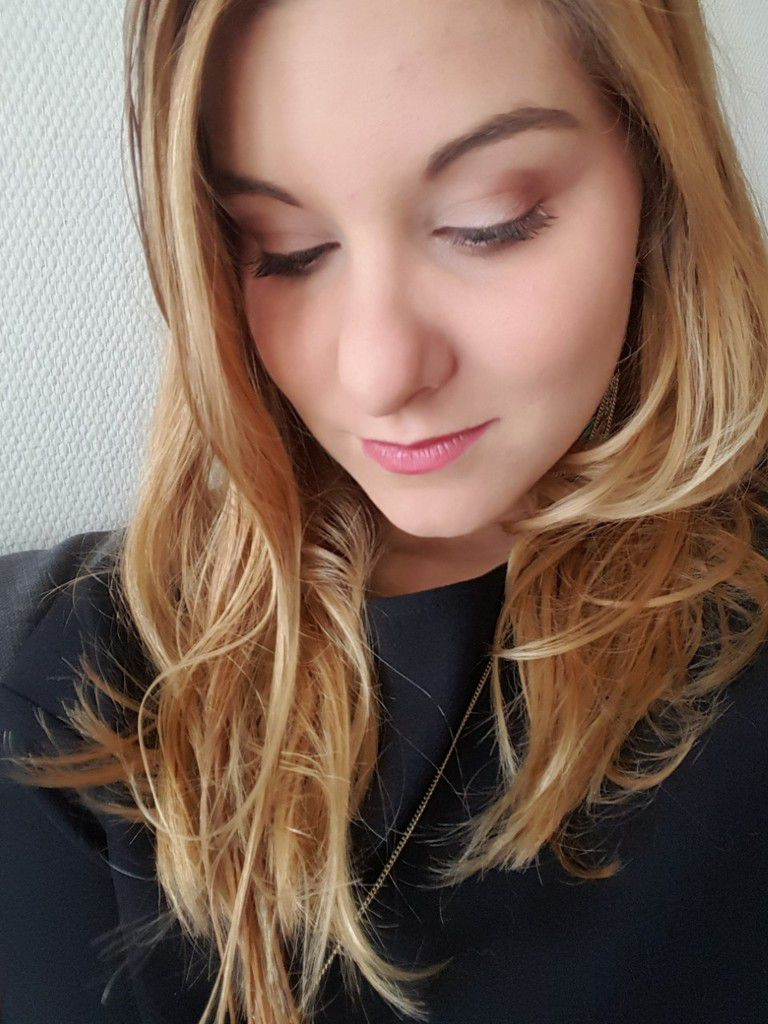 Maquillage rose brique