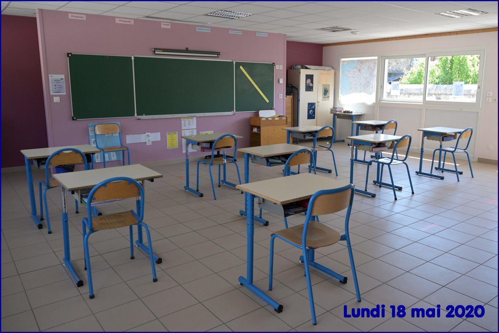 Une salle de classe réaménagée pour respecter les consignes sanitaires.