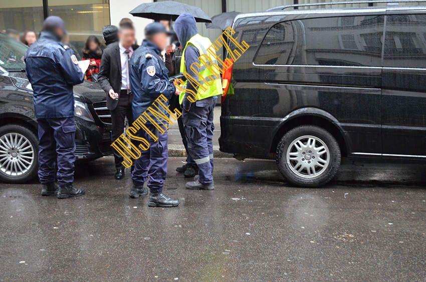 Les forces de l'ordre s'en prennent aux chauffeurs garés devant la sortie prévue pour le passage des acteurs... The policemans were targeting the drivers parked in front of the exit provided for the actors...
