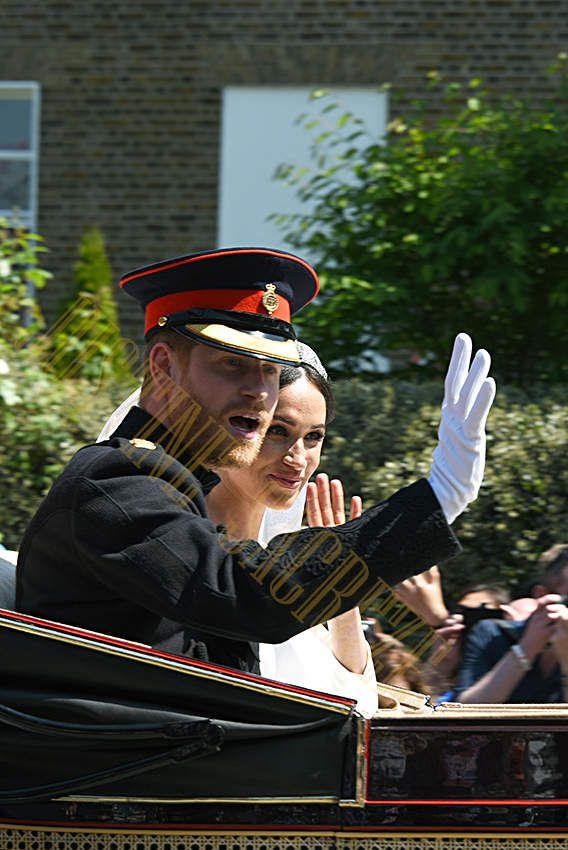 Voici les mariés !!! Prince Harry et Meghan rayonnant sous le soleil de Windsor !!!