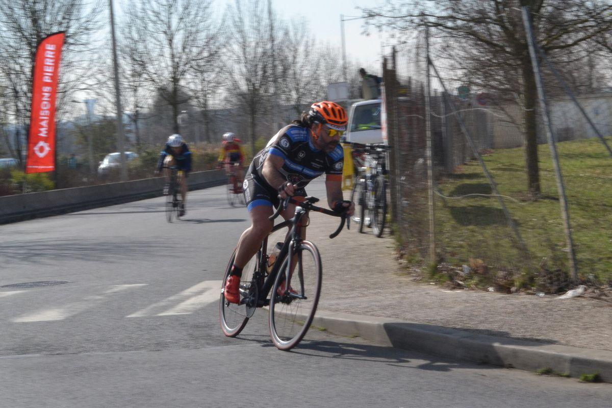 Stéphane COLIN (US Ezanville Ecouen) à l'attaque.