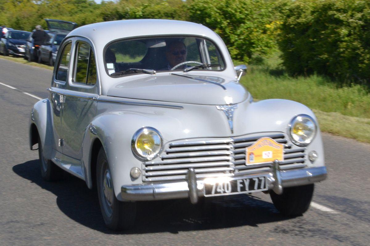 203 Peugeot.