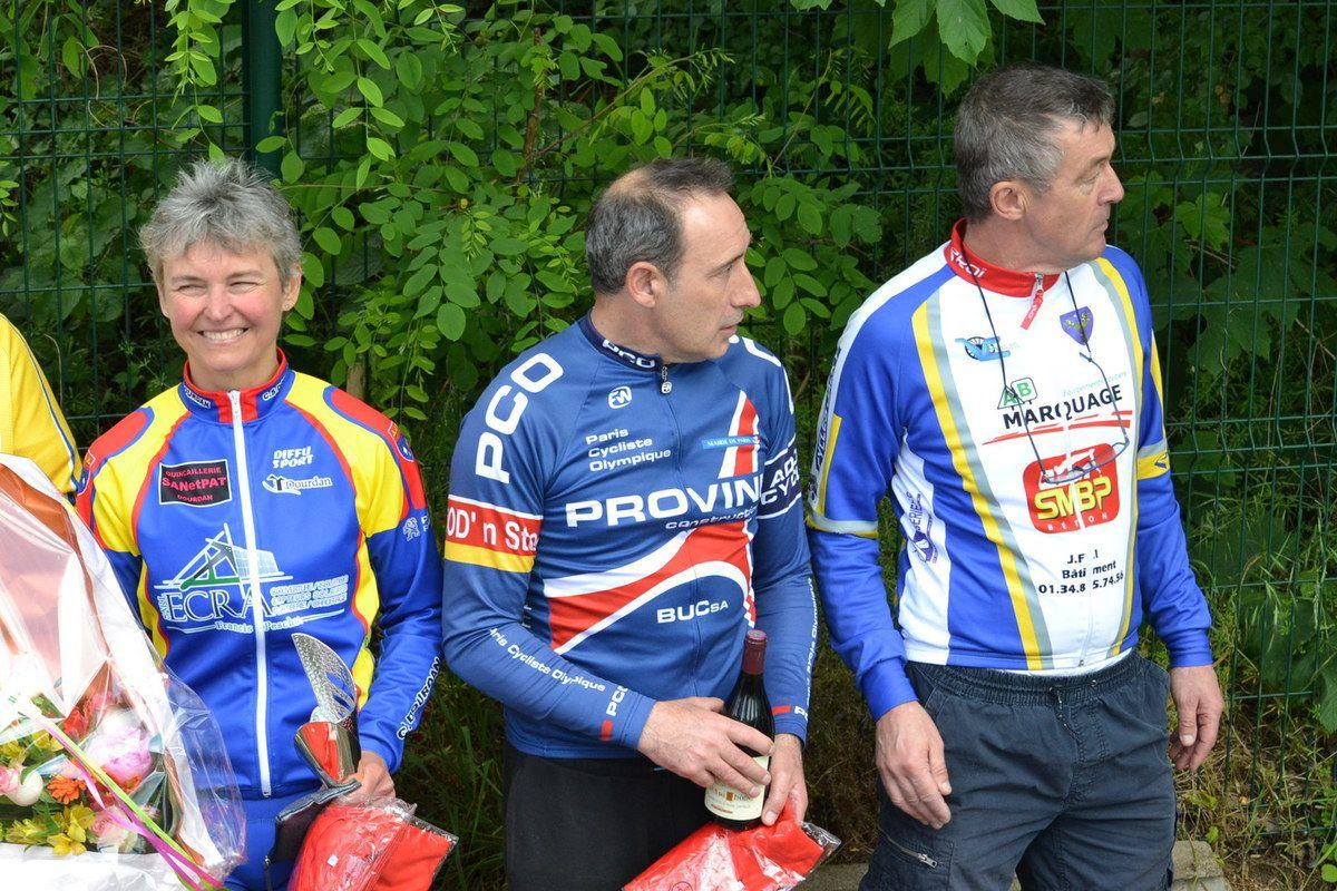 Les accessits; Bernard FOURMI 4è, Ch. BREDARD 5è, Christophe HUSSON 6è et Serge VANTHEEMSCHE 8è.
