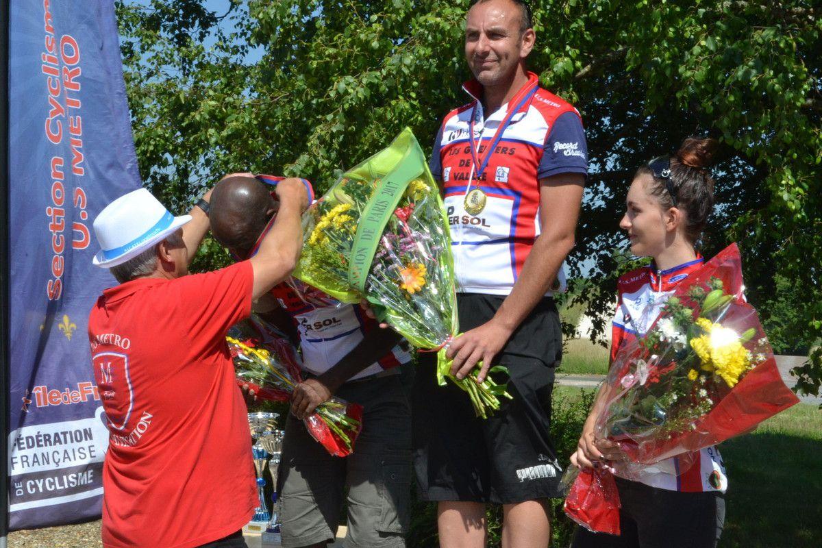 """Le podium """"Parisien"""", tout US Métro."""