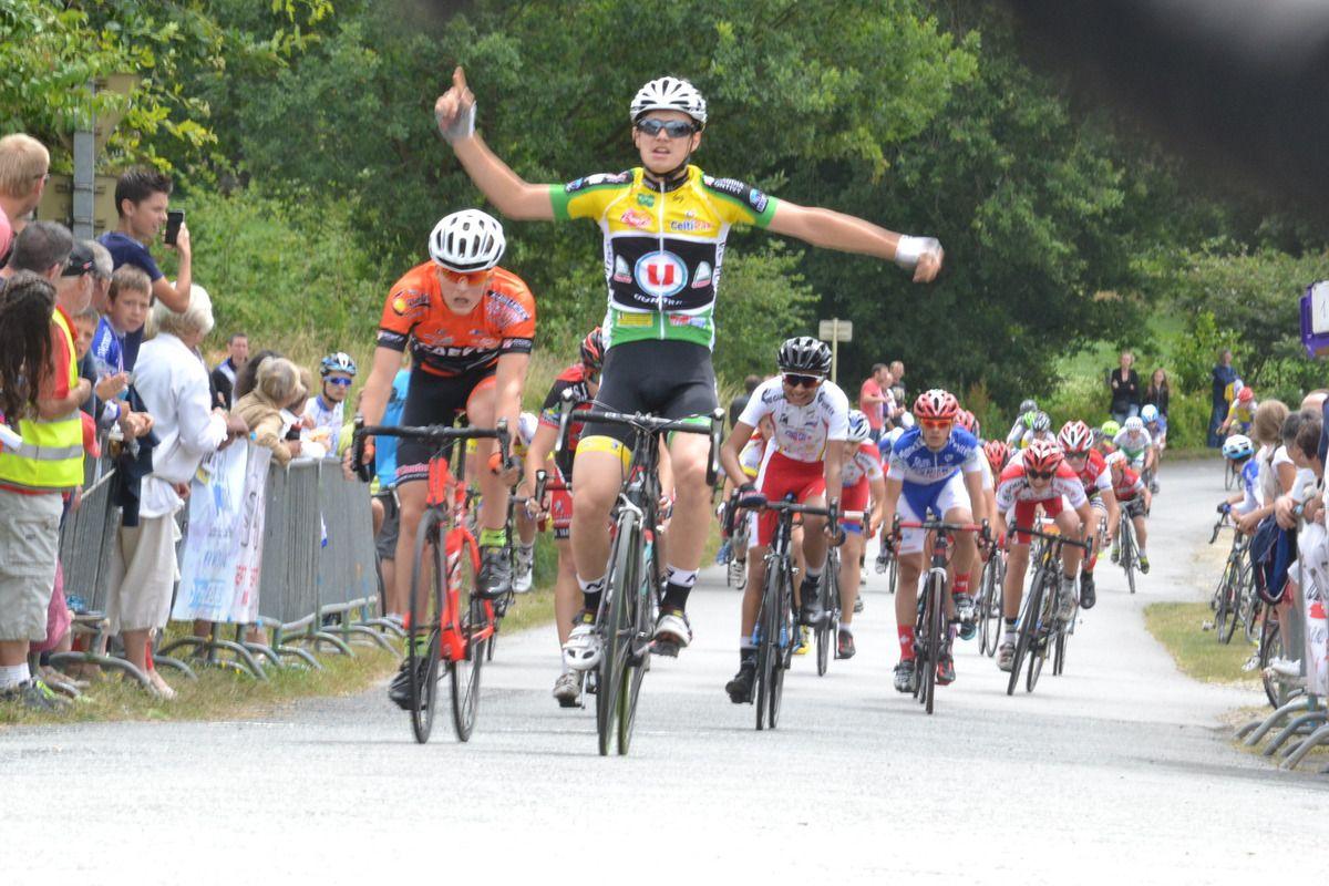 Le sprint final de Guillian LE FERRAND (VC Pontivy)