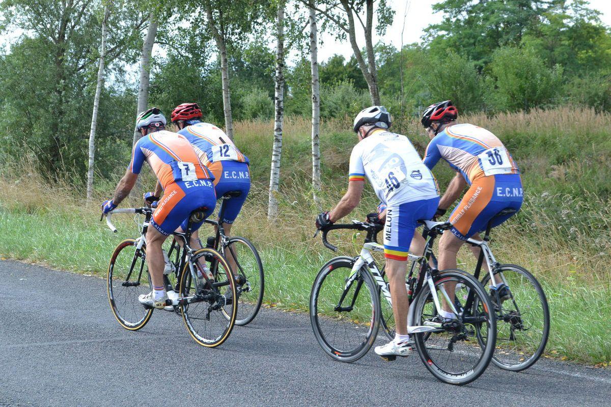 Les coureurs de l' EC Neuilly-Plaisance.