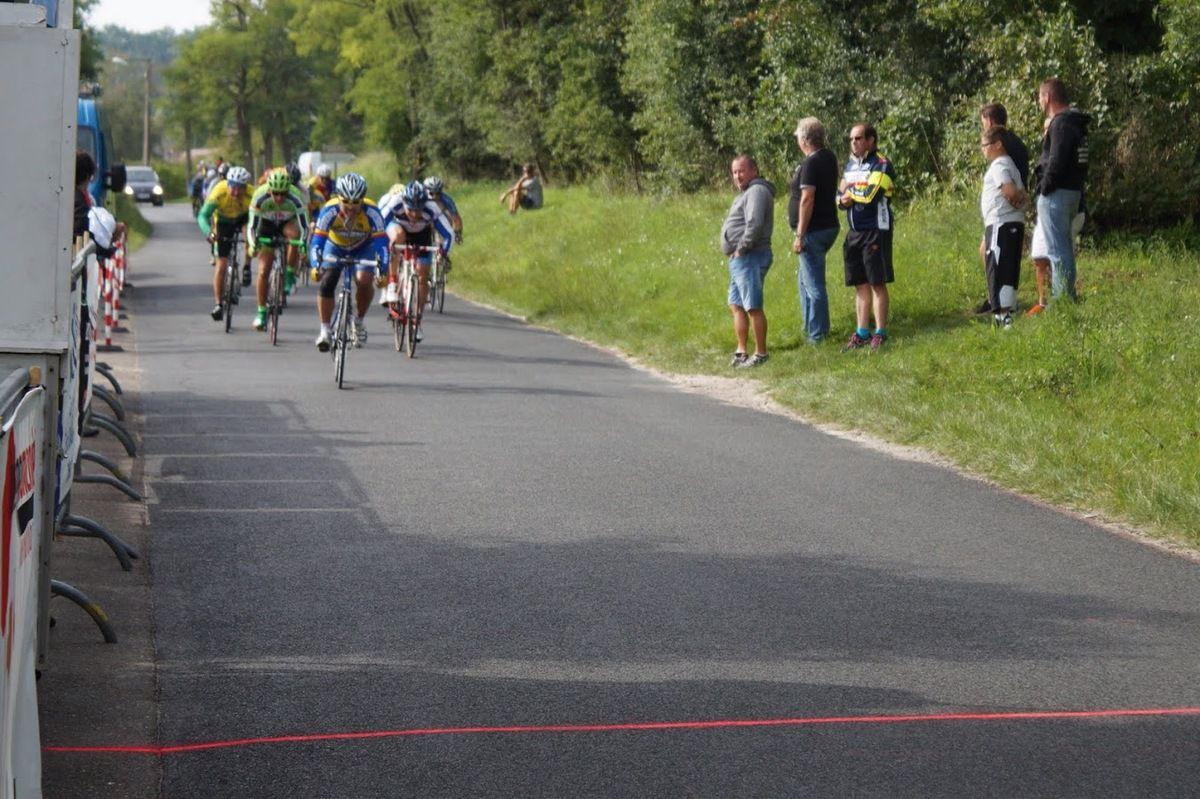 Shiniki SATO (LBF) remporte le sprint du peloton, 5è.