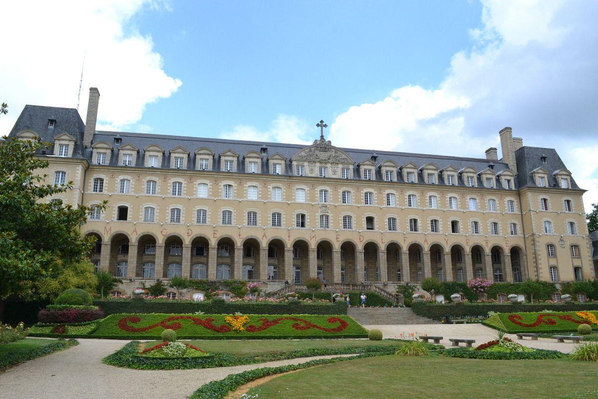 Le Palais St Georges et son jardin.