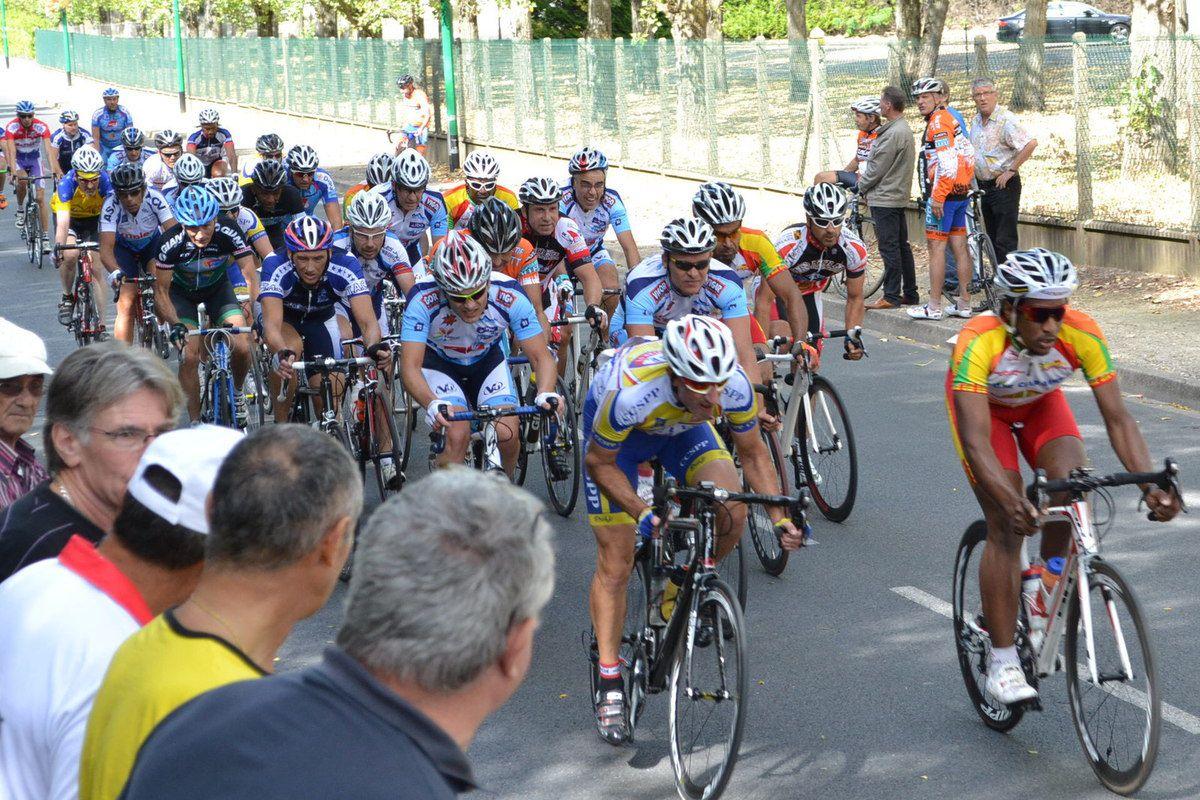Les coureurs d'Orsay spectateurs à Morangis après la course de leur catégorie (Ufolep): Sept. 2013
