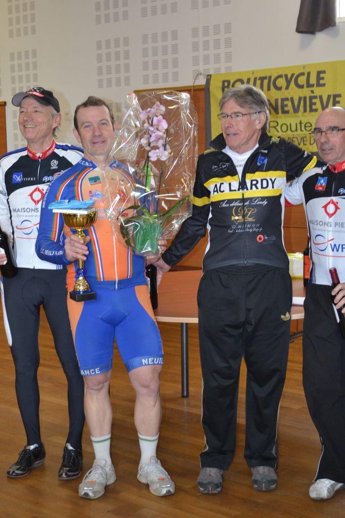 """Podium """"GS"""": 1er M. Goupil (ECNP), 2è Joël OFFREDO (AC Lardy), 3è D. Renaud (AAOCW), 4è Jean-Marie BARRIERE (AAOCW)"""