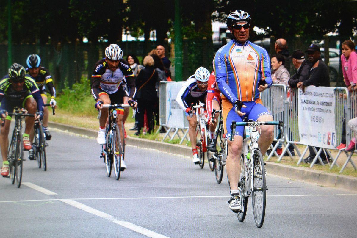 GS: le sprint du peloton que je remporte pour la 5è place devant Paul BABOIN (Rueil AC), Yves DURIEUX (ABC) , Dominique RENAUD et Roland BERNABEI (AAOCW)