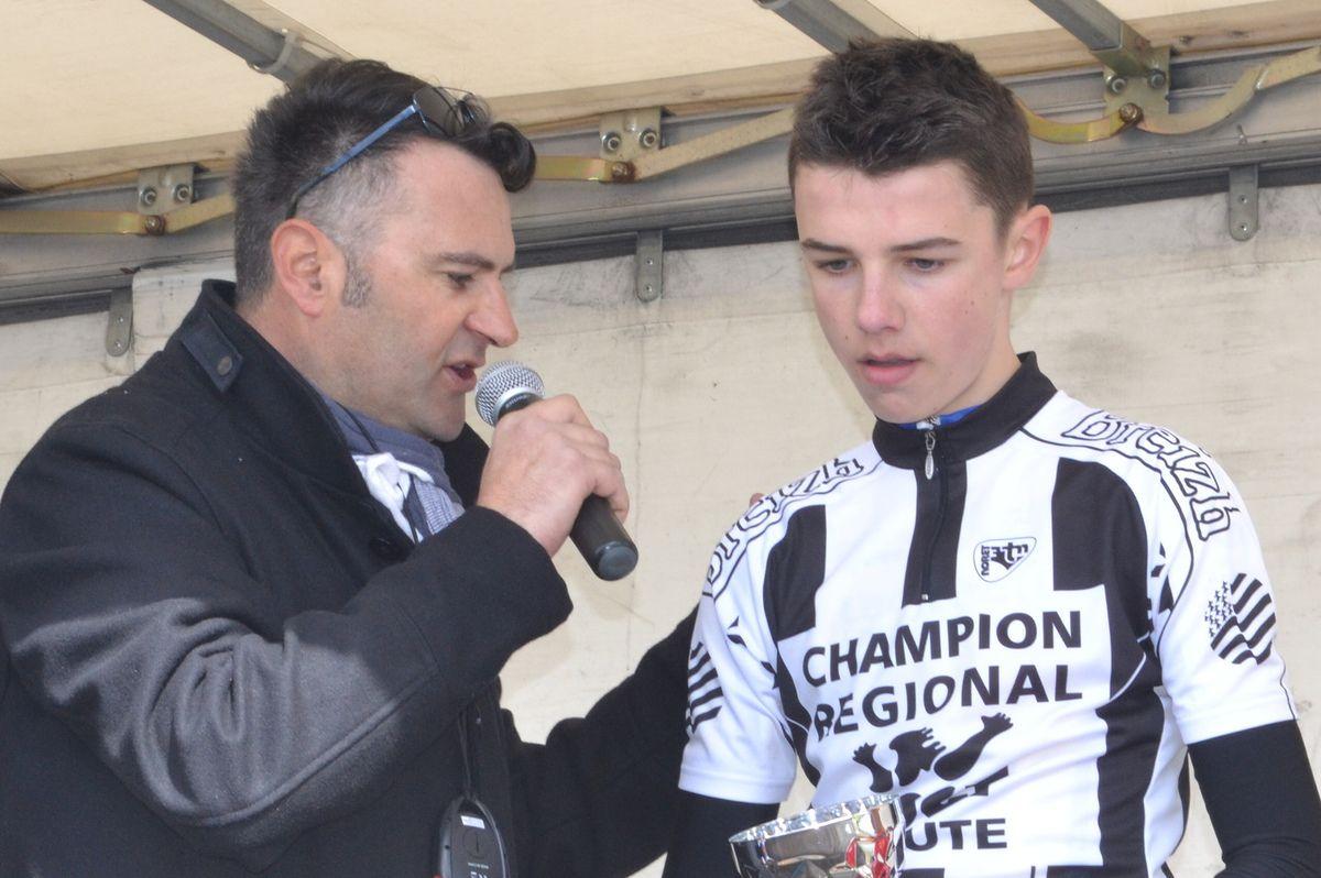 Le podium des cadets: 1er Thibault  COLAS (VSP Lamballe), 2è Kenzo NICOLAS (VC Plurien)