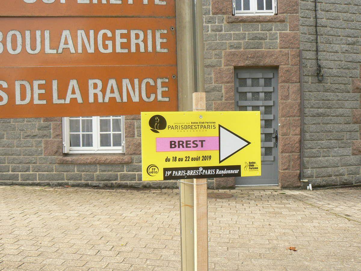 Brest, c'est par là !!!, à 220km