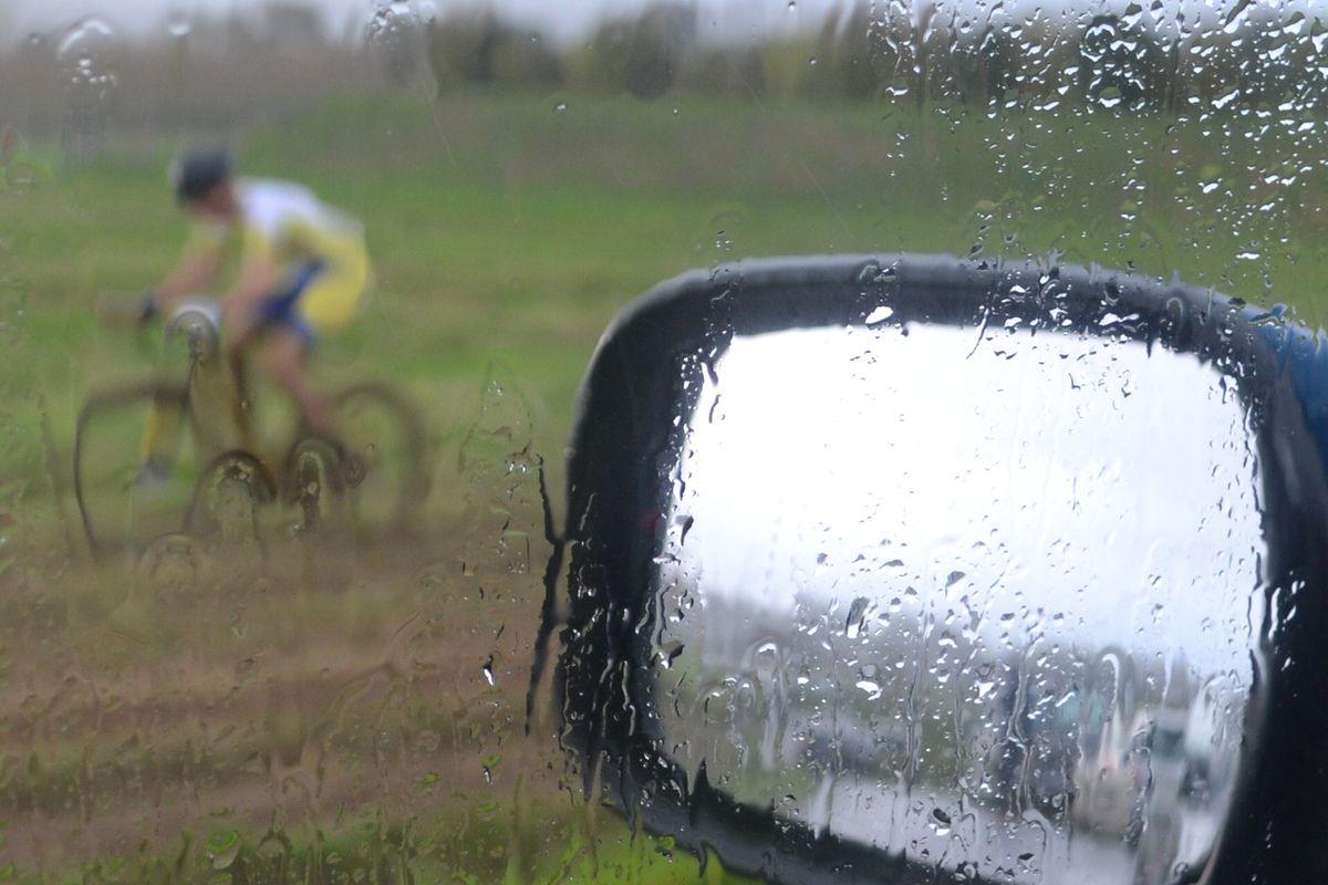 La fin de course depuis la voiture avec le retour des averses.