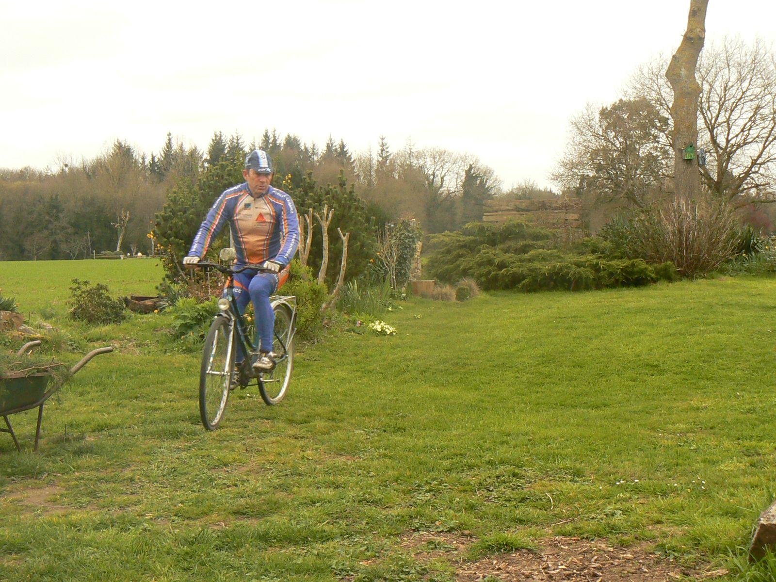 Comme Dylan KOWALSKI , petits tours de jardin (90m) entre deux série sur les rouleaux. (Dylan, j'avais commencé avant de voir ta vidéo)