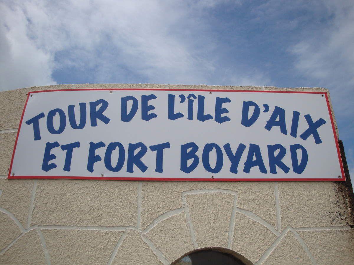 Cette pointe est superbe. Nous pouvons y apercevoir l'île d'Aix ainsi que Fort Boyard au loin. Le bord d'océan est jonché de coquilles d'huîtres. Le parking de la pointe est gratuit la première heure, il comprend des toilettes publiques gratuites, et deux entrées : une avec une barre à 2 mètres où je peux passer avec mon van mesurant 1,94 mètres, et une entrée sans barre de l'autre côté pour les campings cars.