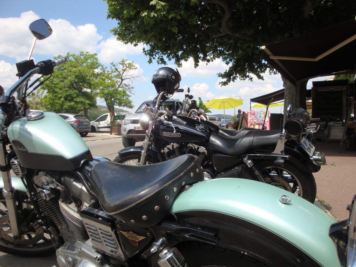 """Harley Davidson 883 carbu en sortie """" kekette """" à Bauduen"""