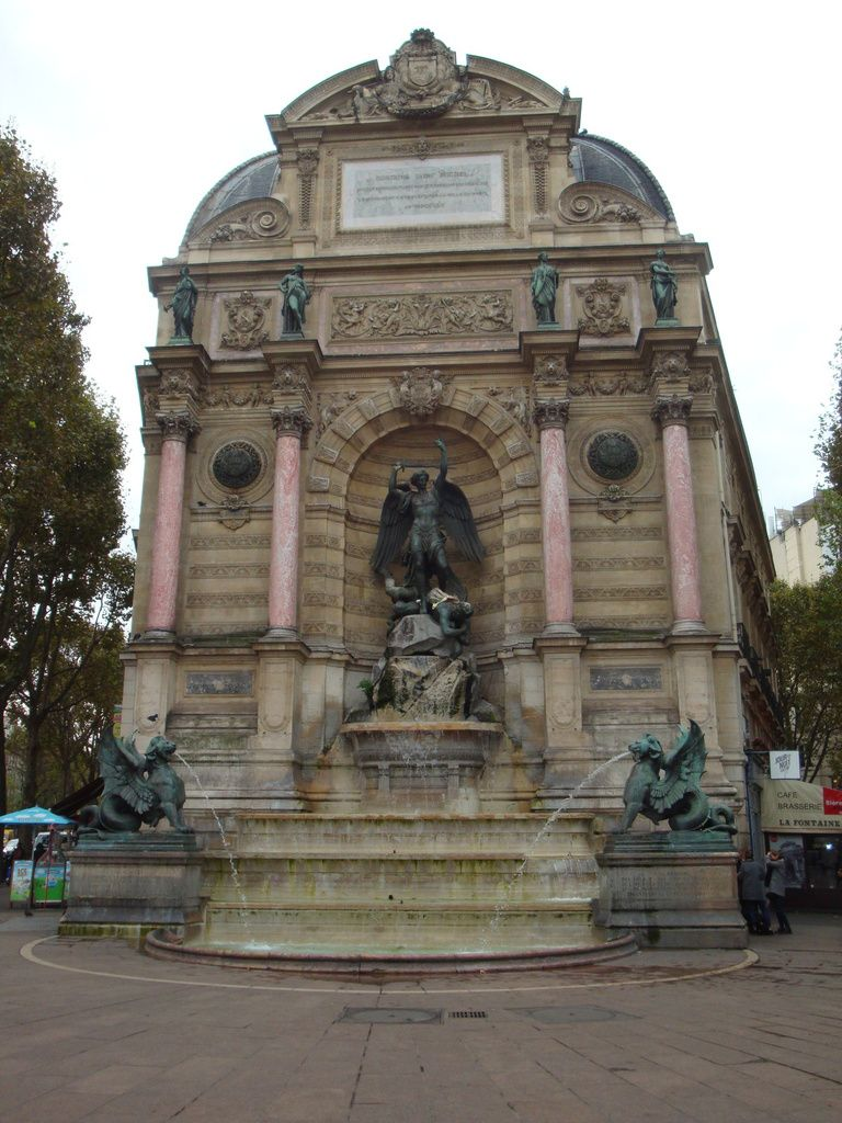 fontaine place Saint-Michel