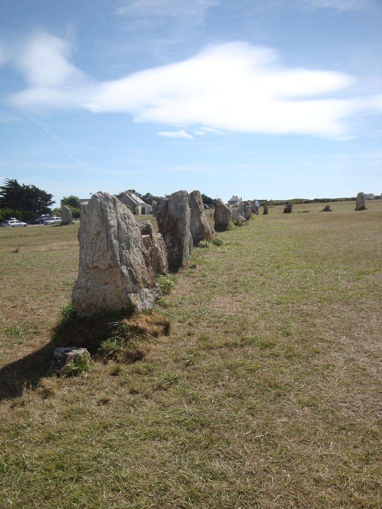 Menhirs à la pointe de Pen Hir en Van vw T4 california