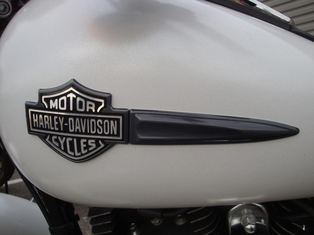 Pernes Les Fontaines en Harley Davidson