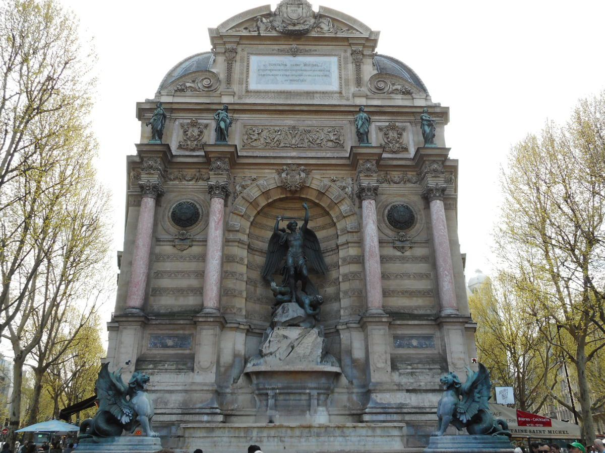 Fontaine de la place Saint-Michel