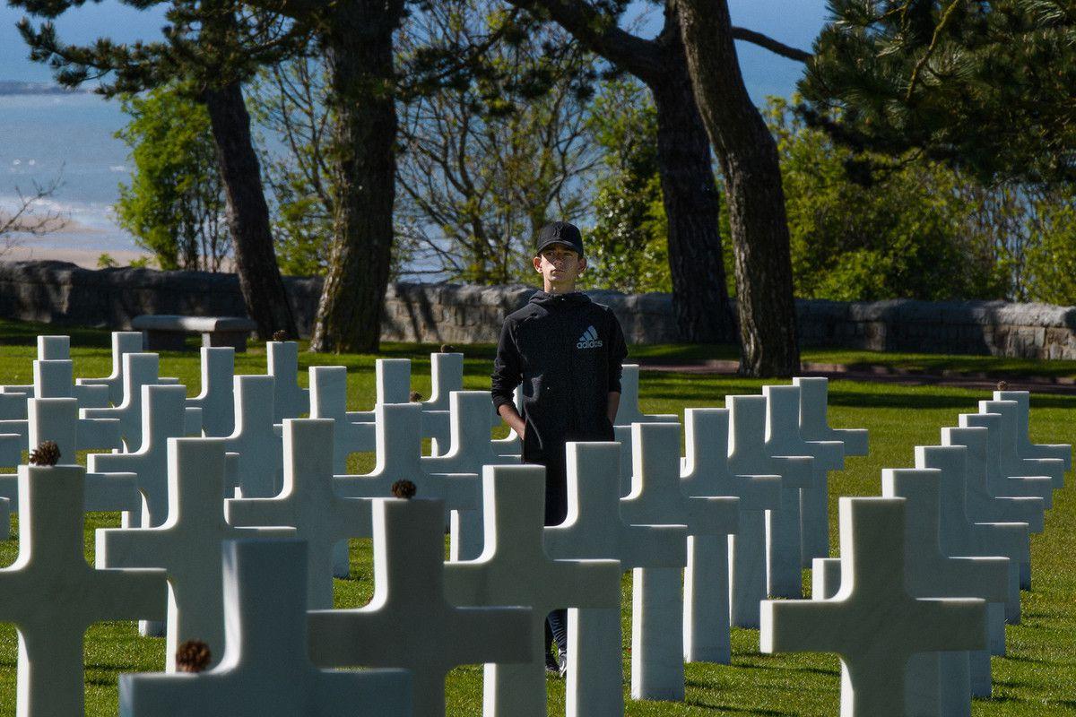 Omaha beach la sanglante (1500 tués), derrière laquelle se trouve le cimetière Américain.