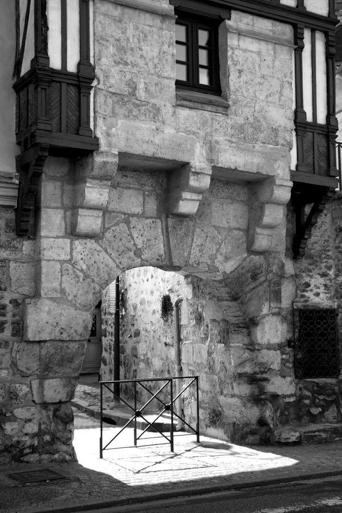 La Porte-aux-Prêtres en Noir et Blanc