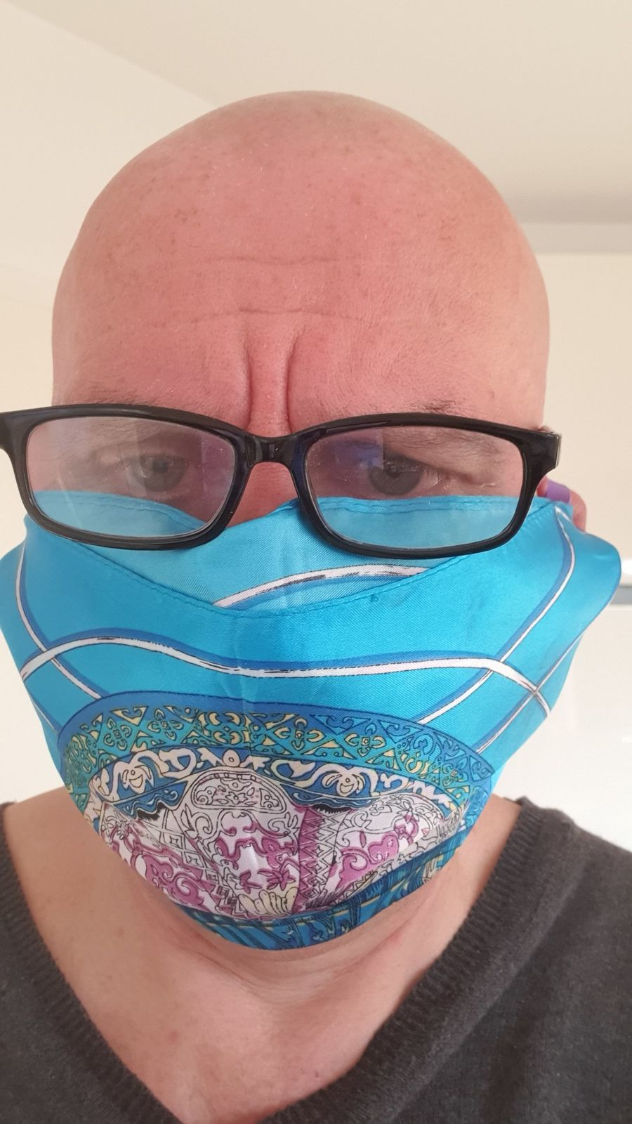 Covid-19: Comment faire un masque en tissu sans coudre?